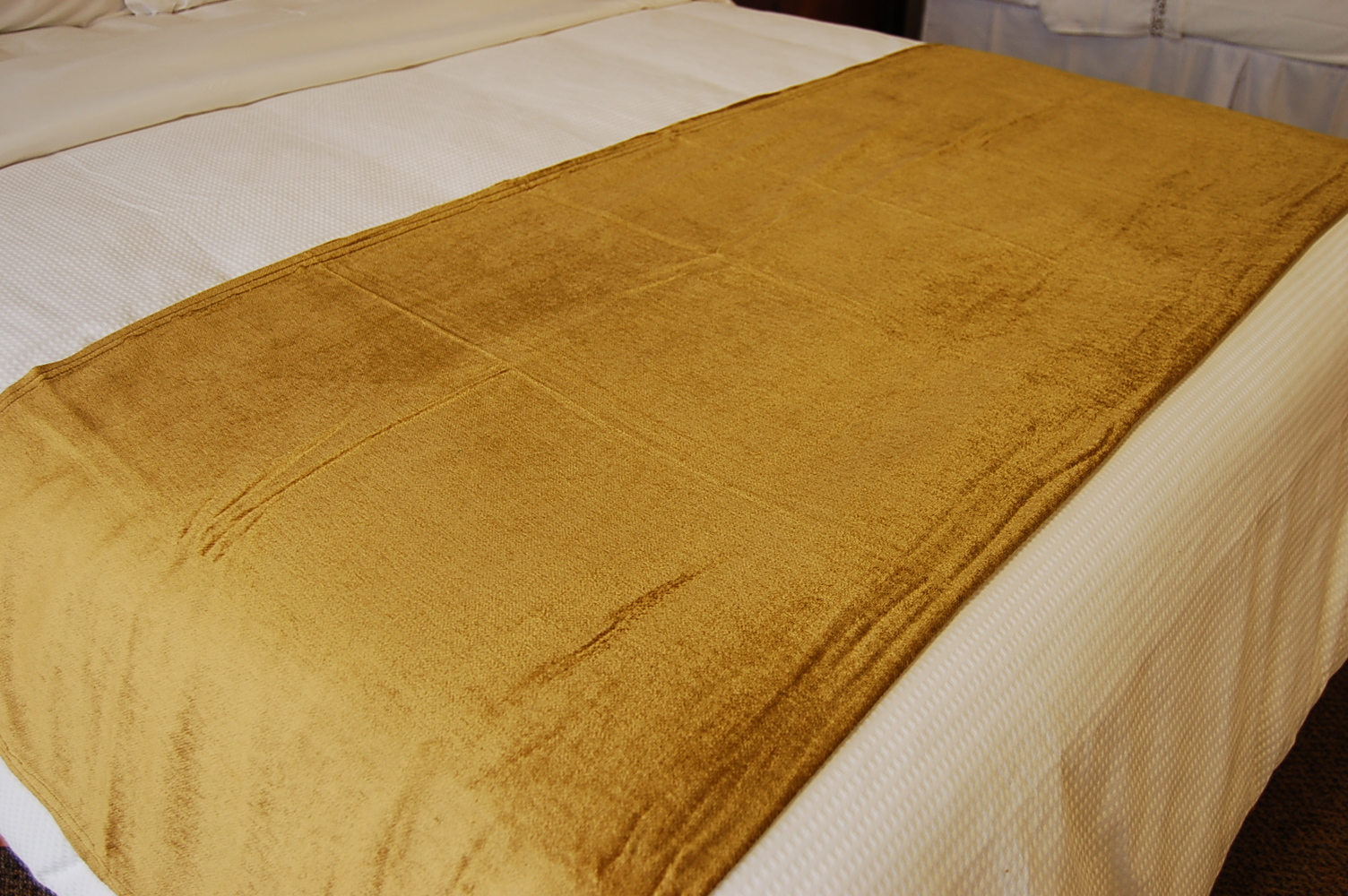 Wholesale Bed Skirts & Throws